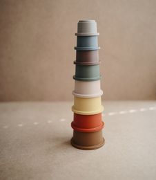 Mushie Stacking Cups Retro, pinottavat kupit